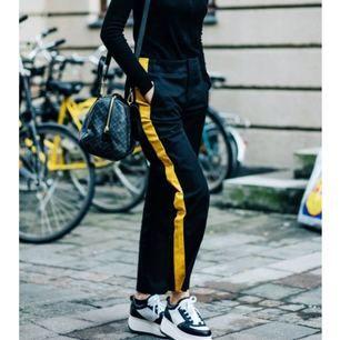 Byxor från Zara i strl S, passar dessutom i M.  150kr