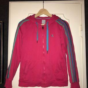 Mysig Adidas hoodie, säljer pga att jag ej använder, endast använd ett par gånger!