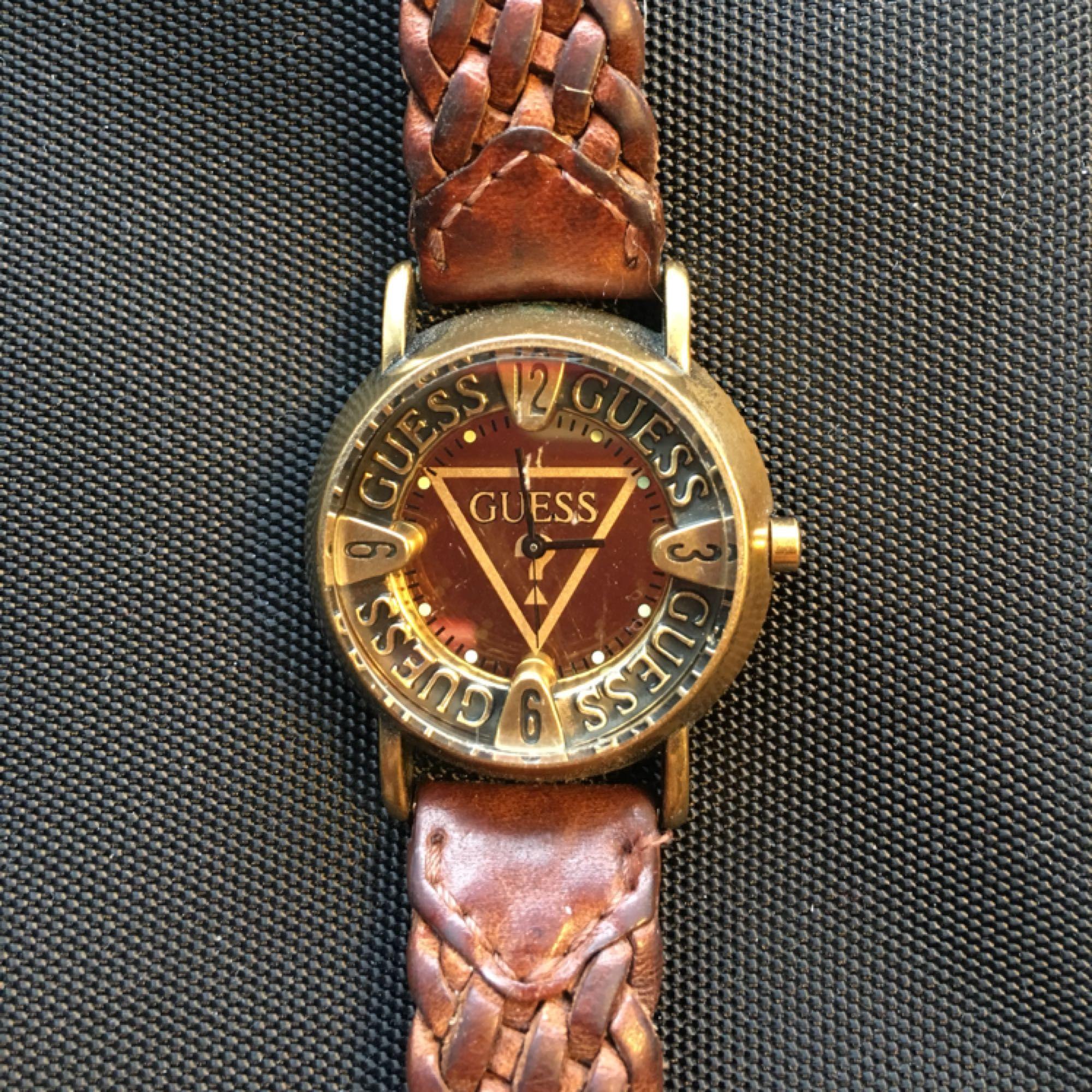 En snygg Guess klocka. Kan mötas upp i T-C. Accessoarer.