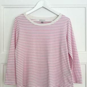 Randig tröja med 3/4 ärm från COS i strl M (passar även XS & S)