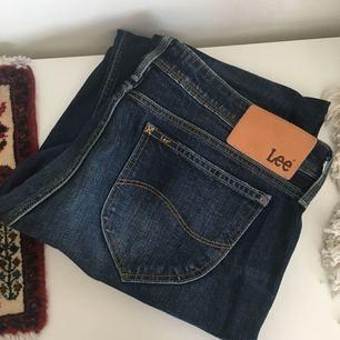 Blåa jeans från Lee i modellen Sallie Salvage! Enbart använd fåtal gånger. Frakt ingår i priset 😋