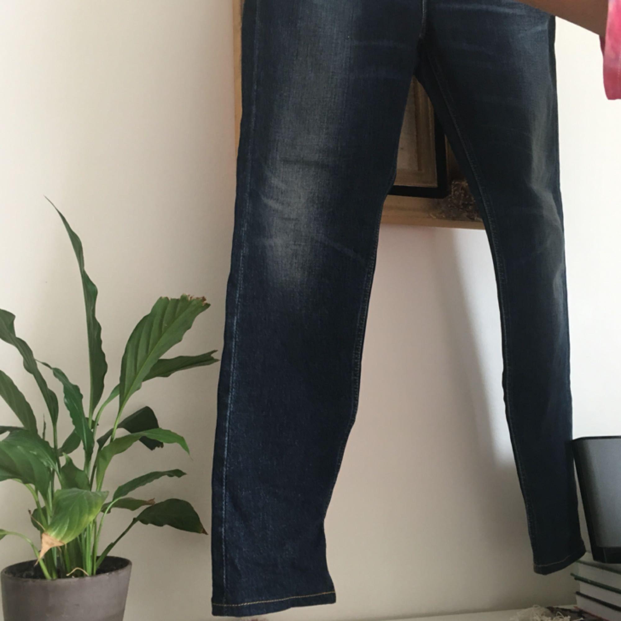 Blåa jeans från Lee i modellen Sallie Salvage! Enbart använd fåtal gånger. Frakt ingår i priset 😋. Jeans & Byxor.