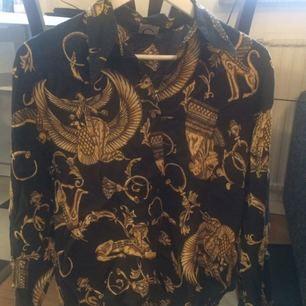 Vintageskjorta med mässingknappar i stl S/M