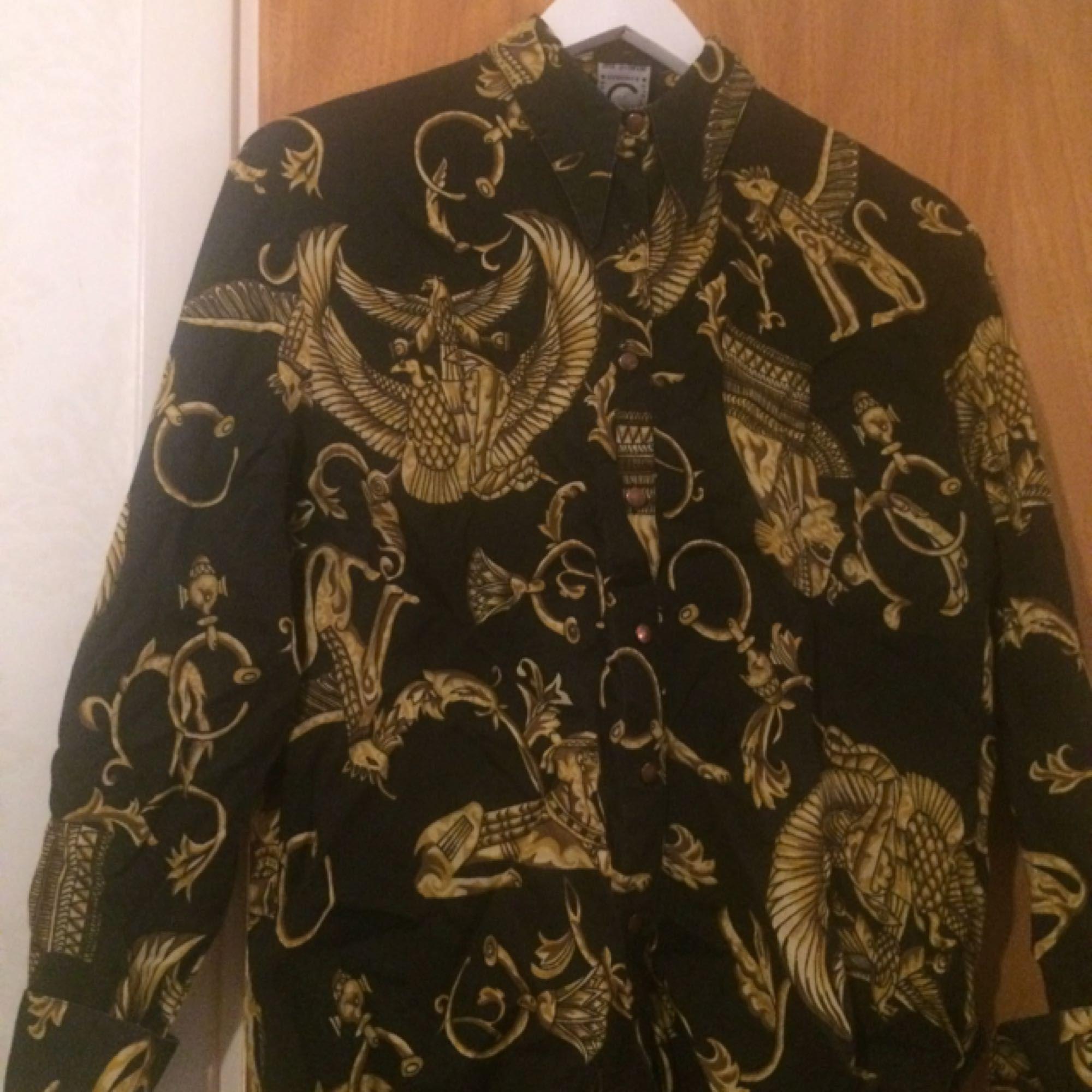Vintageskjorta med mässingknappar i stl S/M. Skjortor.