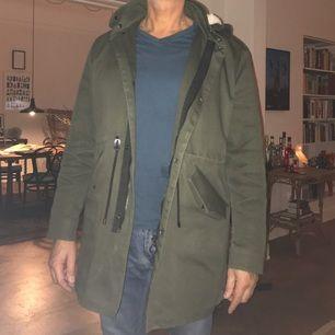 En snygg vinterjacka herrmodell. Från Zara. Mycket gott skick, motsvarar en 54a.
