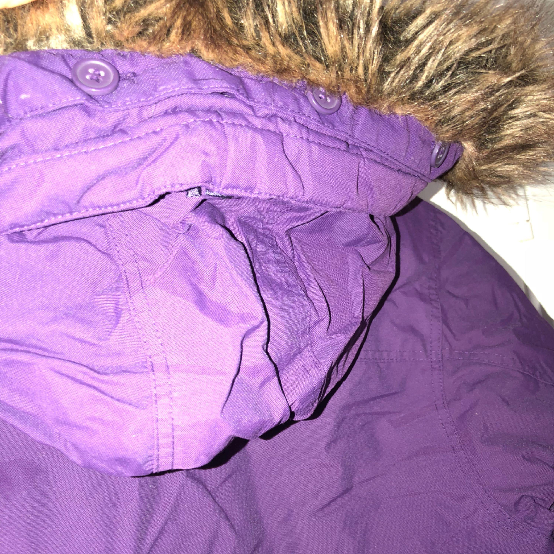 En varm lila Everest vinterjacka i nyskick . Jackor.