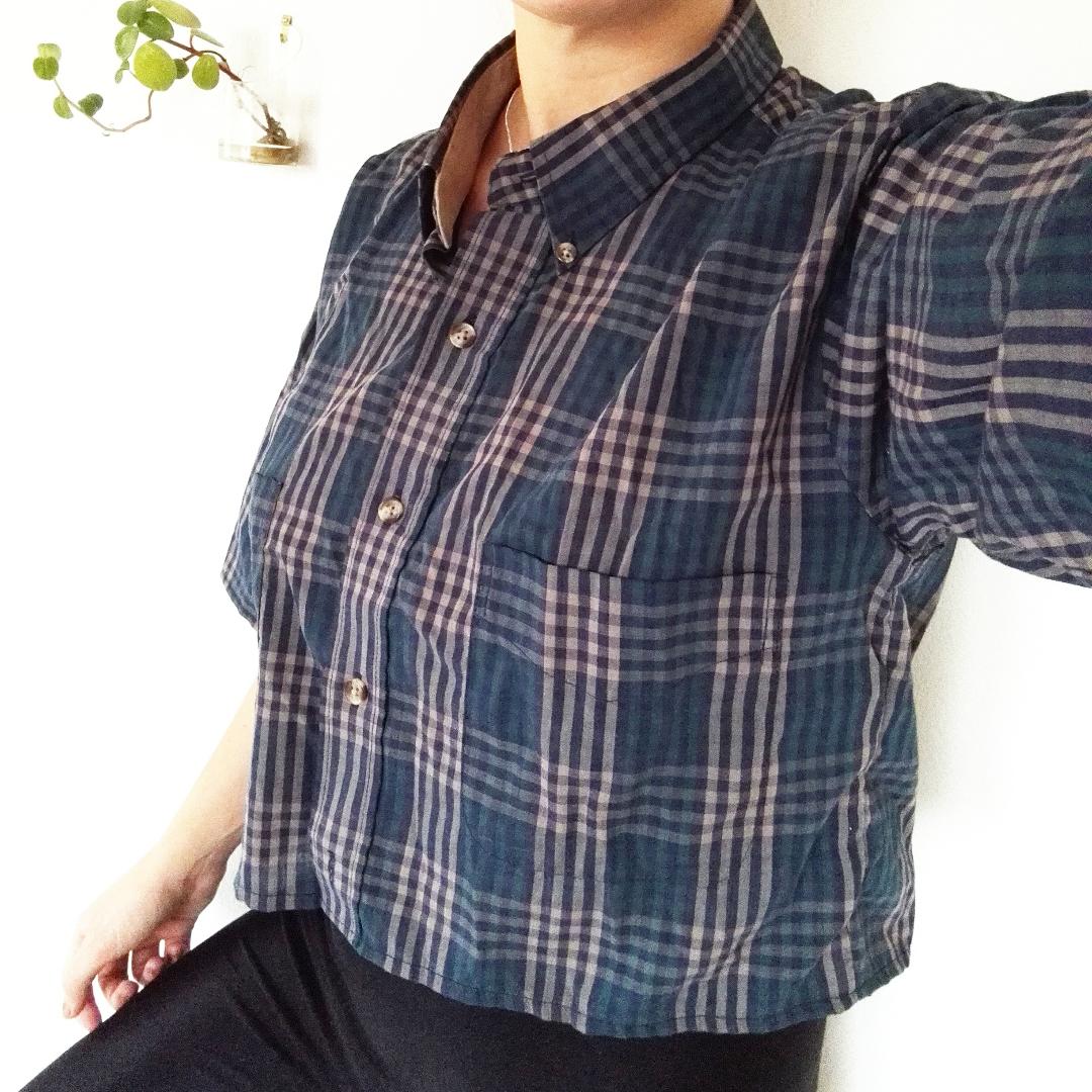 Skitsnygg upplaggd stjorta köpt på beyond retro! Perfekt längd för hög midja. Jag är s och den sitter snyggt lite oversized på mig, passar också en m skulle jag säga.. Skjortor.