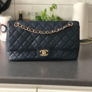 Säljer min jättefina Chanel replica i ÄKTA SKINN!   1500kr + frakt   Super fin, sparsamt använd!