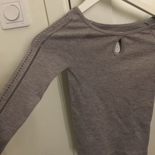 Långärmad tröja från hollister. Aldrig använd & prislapp sitter kvar!