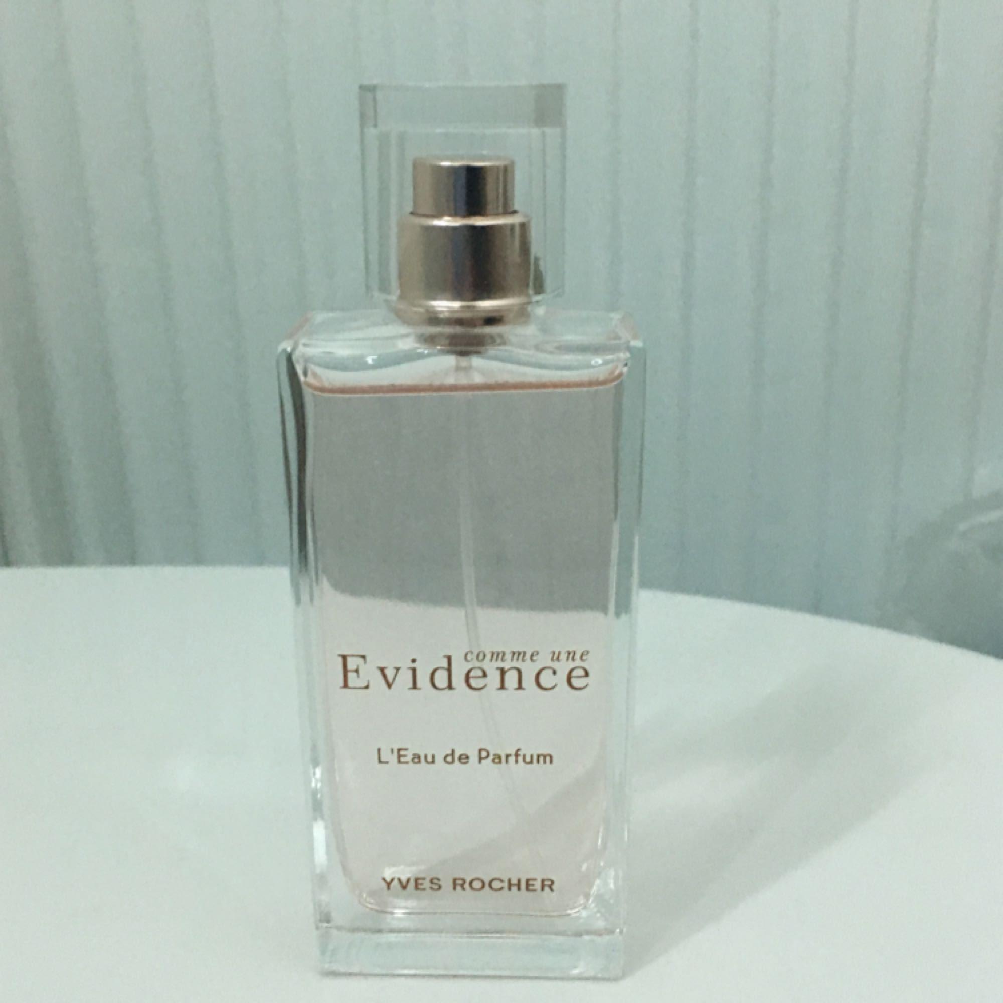 Nyinköpt parfym som tyvärr inte föll mig i smaken. Går att läsa på yves rochers hemsida om den. Endast använd en gång då jag skulle testa den.  . Accessoarer.