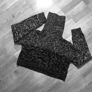 Crop-sweater med fet turtleneck!