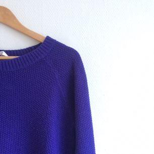 Mysig tröja i härligt blå färg! Möts upp i Göteborg eller fraktar mot betalning.