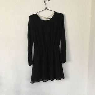 Jättefin klänning i fint skick, använd en/två gånger.