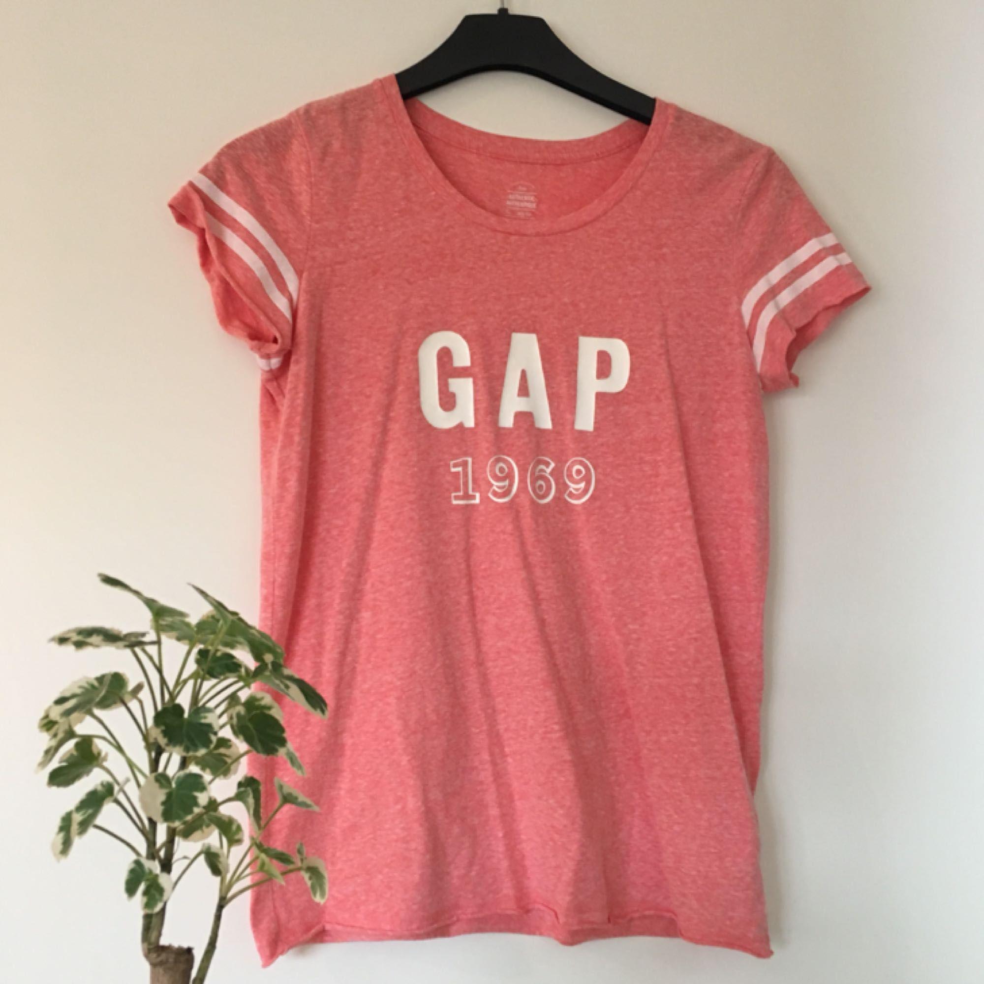 T-shirt från GAP som är köpt i London!! Frakt ingår i priset 🌟. T-shirts.