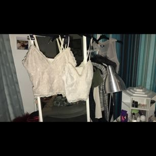 Två tröjor från Bikbok  Den mörkare storlek M 20kr och lite sliten därav priset   Den ljusare storlek S 30kr