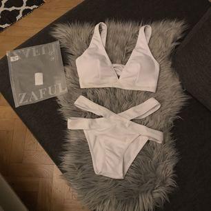 Bikini från Zaful som aldrig är använd :) Säljer den pga av underdelen var för liten! Frakten ingår i priset. Tar endast emot swish betalning :)