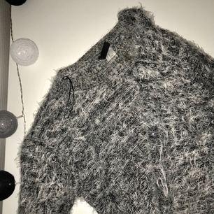 Gråspräcklad mysig tröja från Divided/HM. Väl använd men i bra skick. Köpare står för frakt.