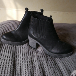 Snygga boots från din sko. Endast använda inomhus. Köparen står för frakt.