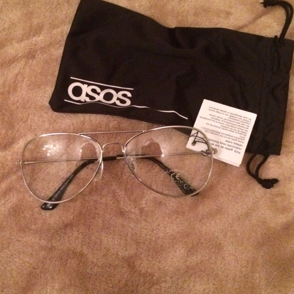 Aviator clear lens glasögon med silver ram. Helt nya, aldrig använda. Accessoarer.