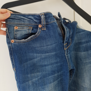 Jeans från gina tricot, storlek 36 Använda endast 4 ggr så bra skick . Ni står för frakten som är 40 kr!