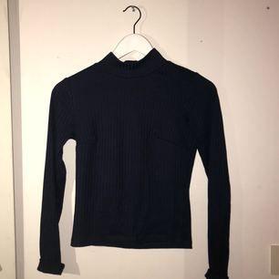 En tröja från Gina Tricot.