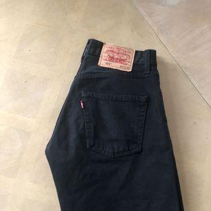 Ett par sjukt snygga Levis jeans i bra passform!  Priset kan diskuteras