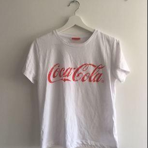 En enkel T-shirt med snyggt tryck 🙌🏼     Köpare står för frakt