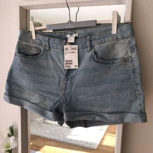 Nya jeansshorts från hm. Aldrig använda. Säljer pga fel storlek.   Kan skickas mot fraktkostnad.