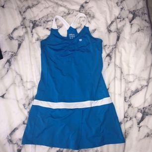 Tennis klänning från Wilson. Aldrig använt utan bara testat.  +30kr frakt