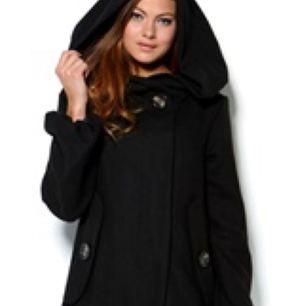Säljer kappa, samma modell som på bild men grårutig.   Nypris 900:-
