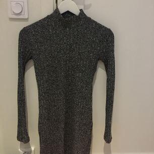 Supersnygg turtleneck klänning från Chiquelle, använd 1-2 ggr. Möts upp i Sthlm