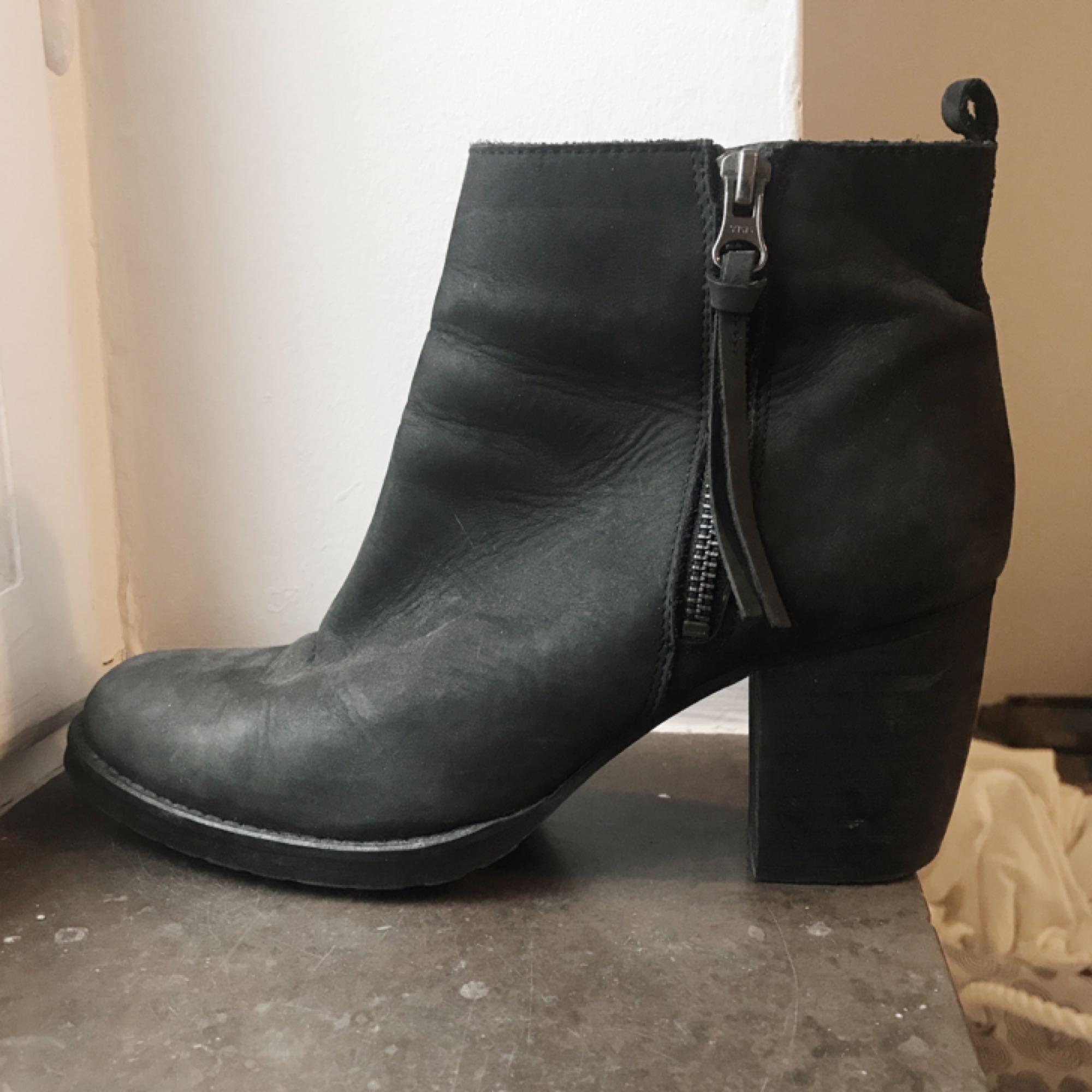 Boots från Nilson, storlek 41, passar även 40. Fint skick, lite använda. . Skor.