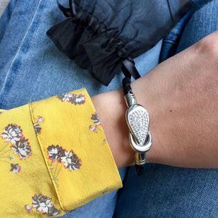 Superfint armband som söker nytt hem! Som nytt! Jättebra till att piffa upp en vardags-outfit✨ eller present till en vän🌸
