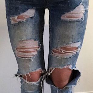 Jeans från Noisy may i fint skick. Nypris ca 700 kr. Skriv vid intresse av bättre bilder, svårt att visa hur de ser ut på. Köparen står för eventuell frakt.