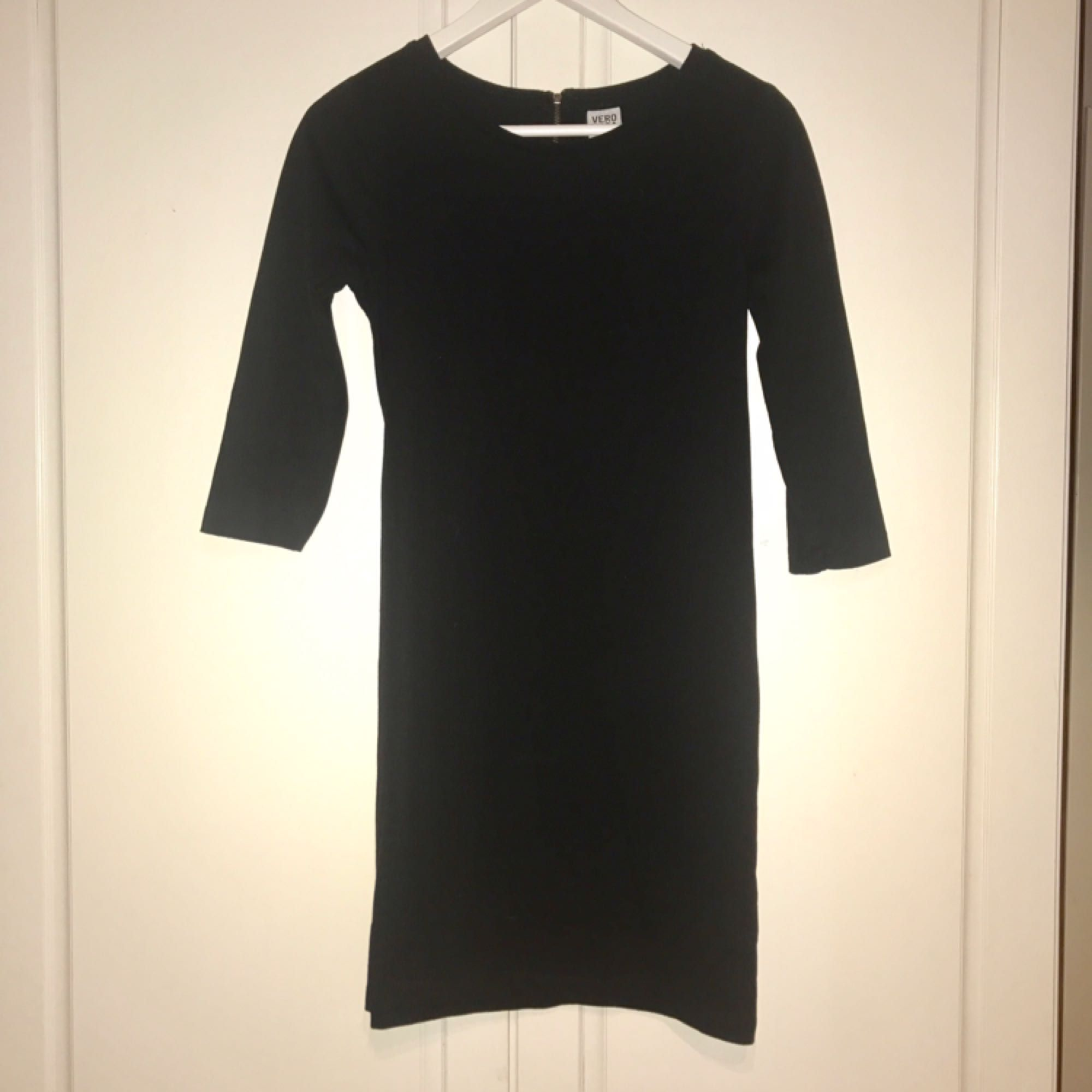 bdd9f6d3104b Svart enkel klänning från Vero - VERO MODA Klänningar - Second Hand