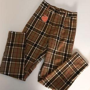 Ett par sjukt snygga burberry inspirerande byxor! Säljes pga att dom är för små för mig. Helt nya med lapp kvar.