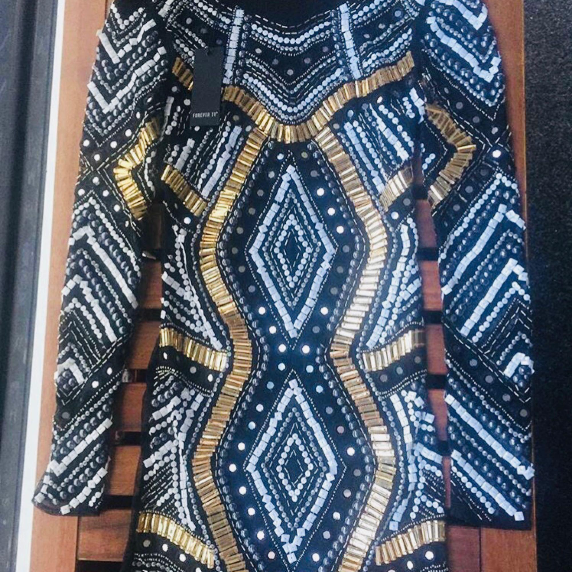 Ny Riktigt fin från Forever 21's lite mer exklusiva kollektion! sequins <3 . Klänningar.