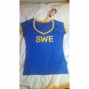 SWE Street tshirt i stlk L oanvänd med tags kvar.  Köparen står för frakt.  OBS finns 2 utav denna tshirt i stl L.