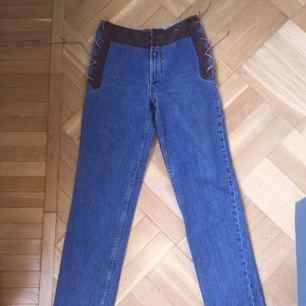 """""""Western"""" jeans köpta på Beyond Retro, säljer pga för små i midjan (jag har 27 i midjan). Kan fraktas"""