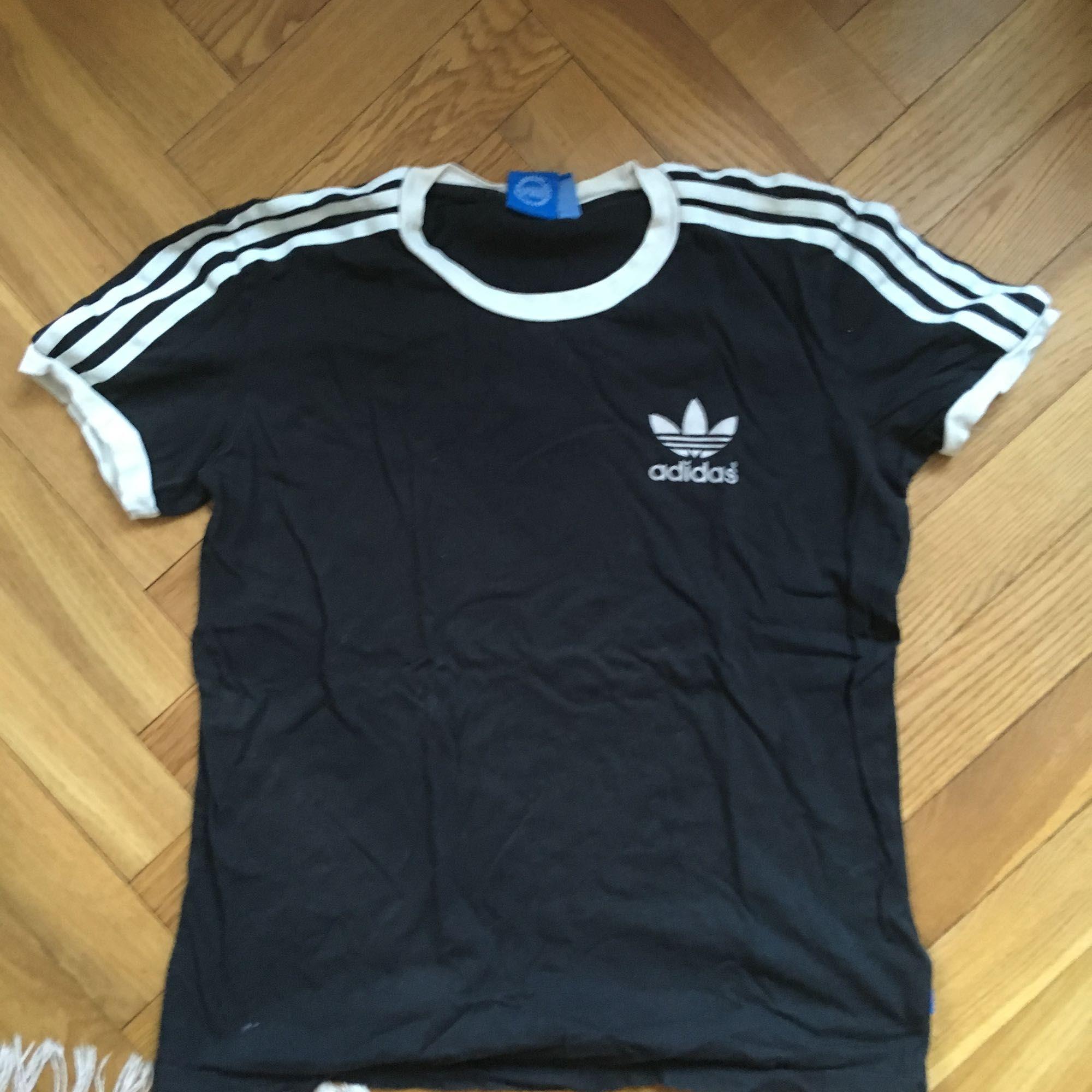 Tshirt från Adidas! . T-shirts.