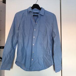 Oanvänd skjorta från Gina tricot