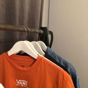 Vans T-shirt använd bara ett fåtal gånger. Väljer att sälja då jag inte har användning av den :(