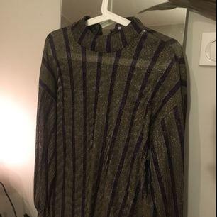 Glittrig tröja från Zara. Aldrig använd.