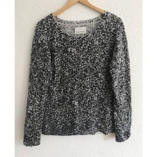 Jättefin tröja från Samsøe och Samsøe, använd väldigt lite. Frakt tillkommer.