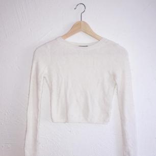 Tröja i ull, som håller dig varm och snygg på samma gång. ny från bikbok