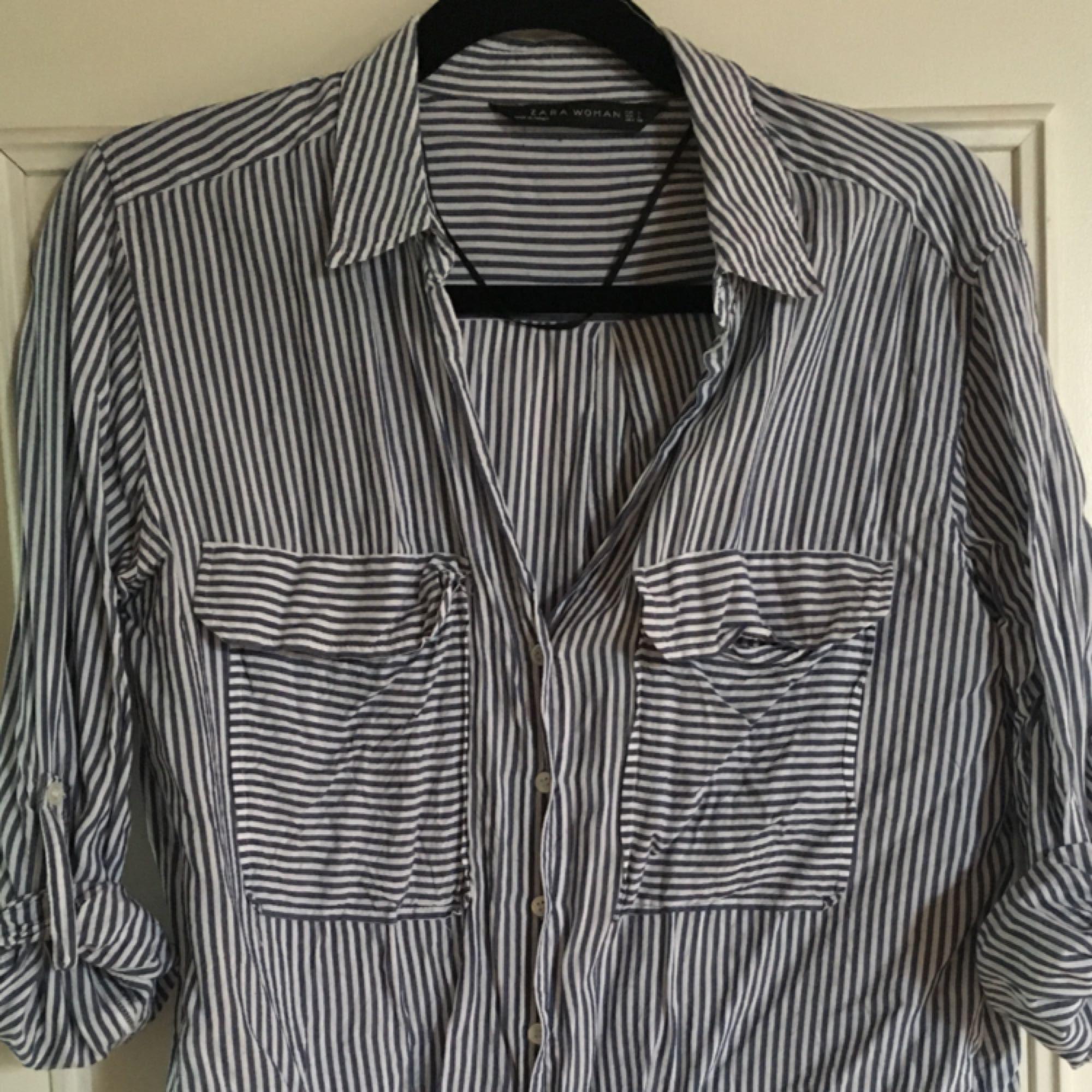 Randig skjorta från Zara i vitt - Zara Skjortor - Second Hand f740ceb775fb9