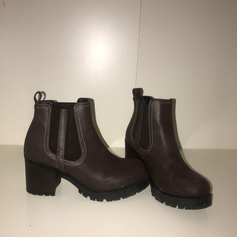 Snygga klackskor i brunt skinn läder (vet ej material och vet ej om det ... 78b97d04131fe