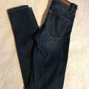 Jeans från hem i storlek 24! Lite sönder där uppe vid hackarna men fortfarande jätte snygga!