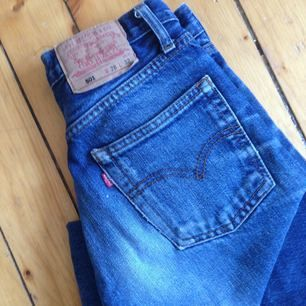 Skitsnygga 501:or i sliten blå tvätt från second hand i Amsterdam. Säljer pga för små i höfterna!