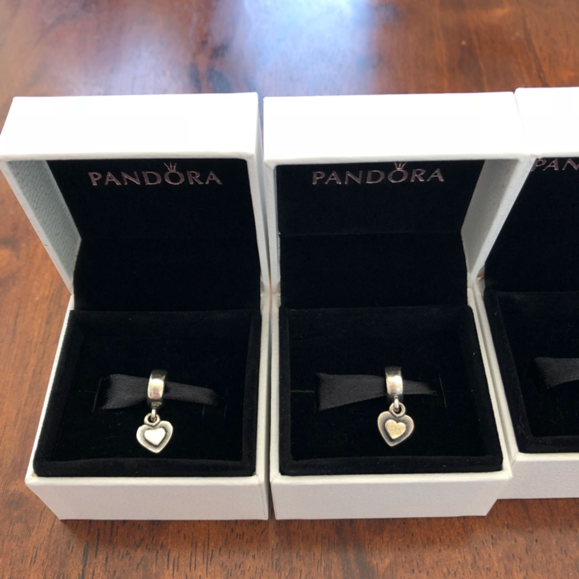 8d8094af207 Berlocker från Pandora. 100kr/styck - Accessoarer - Second Hand